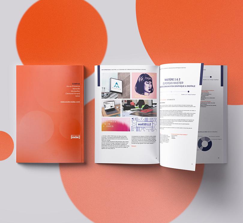L'intérieur de la brochure de l'école de design ESDAC
